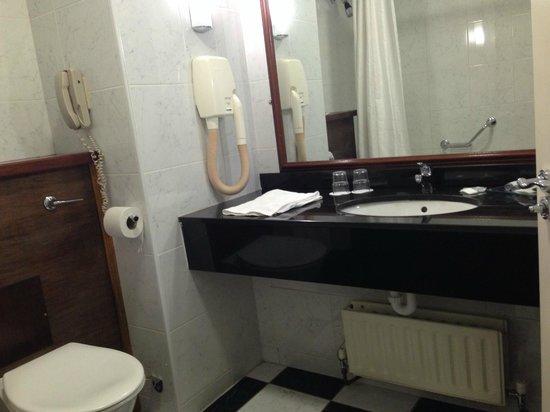 Forster Court Hotel: Salle de bain