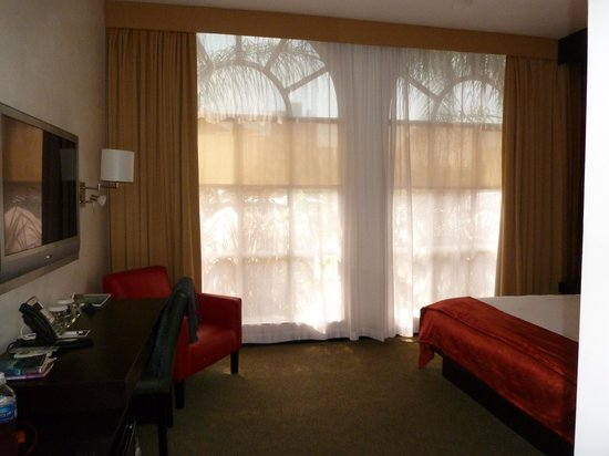 The Spanish Court Hotel : Ceiling windows