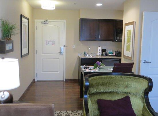 Homewood Suites by Hilton Oxnard/Camarillo : Looking towards the Kitchen