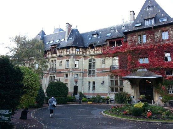 Hôtel Château de Montvillargenne : Le château Montvillargenne