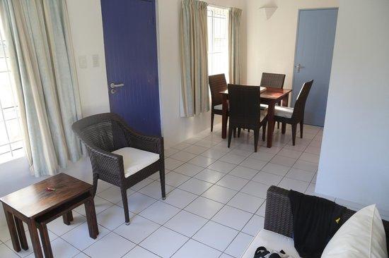 Chalets d'Anse Forbans: salon et coin à manger