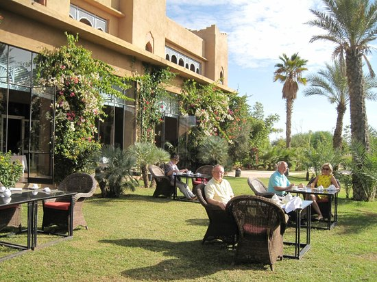 Sahara Palace Marrakech : Breakfast on the lawn
