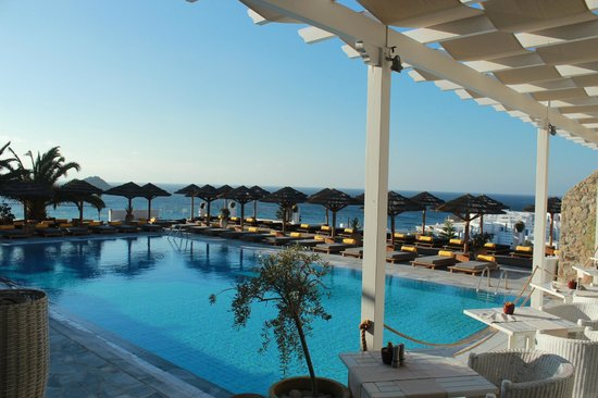 Myconian Ambassador Relais & Chateaux Hotel : Zona pileta!
