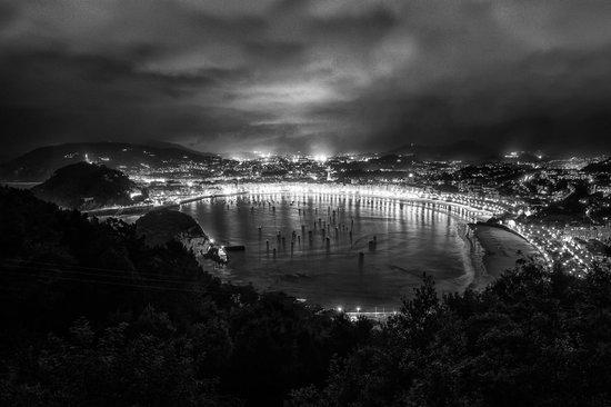 Hotel Leku-Eder: Aussicht vom Igeldo auf Donostia bei Nacht