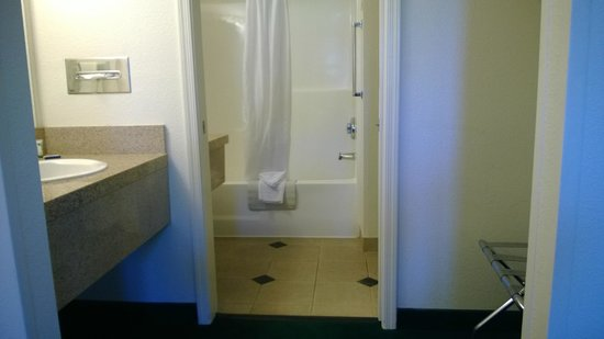 Windmill Suites in Surprise: bathroom