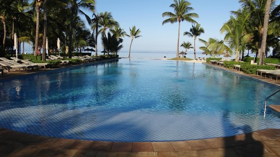 Sugar Beach Golf & Spa Resort : piscine quiet pool, très belle vue sur mer