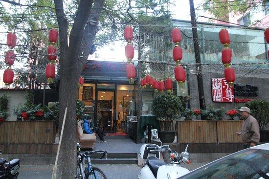 Jingzun Peking Duck Restaurant : Great location