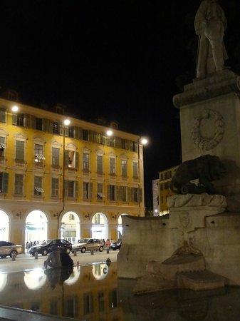 Place Garibaldi: fountain