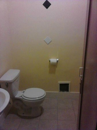 Hollywood and Highland Hotel and Hostel: Ensuite Bathroom