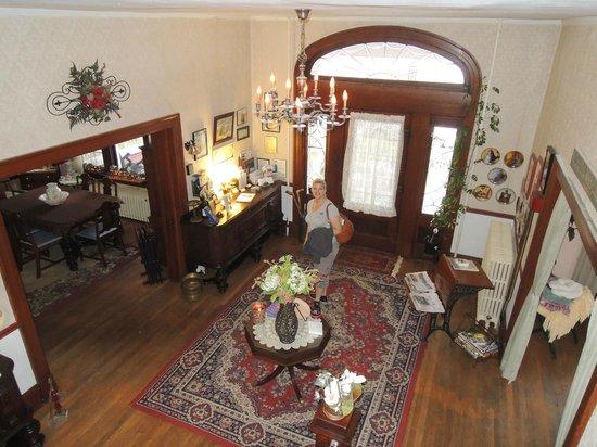 River Rose Inn B&B: Entry/Foyer