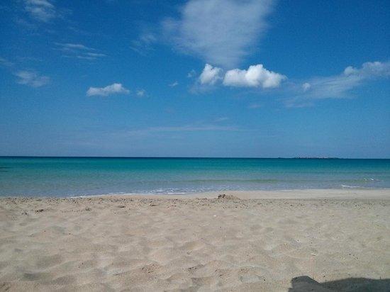 Hotel Golden Sun: Lovely sea small beach