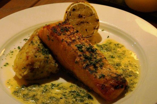 pentahotel Reading: Salmon steak as main course