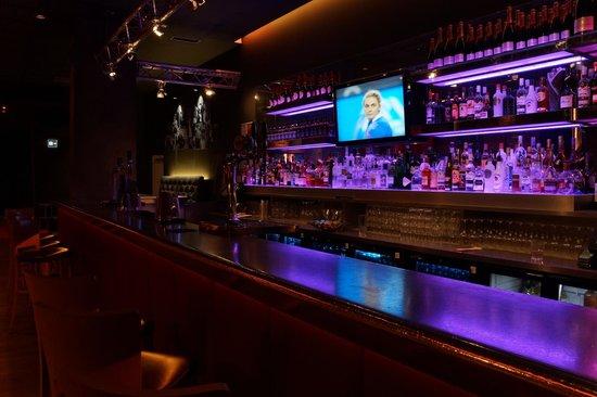 pentahotel Reading: Hotel lobby bar