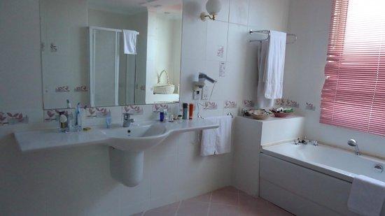 Acapulco Resort & Convention & SPA : Ванная..