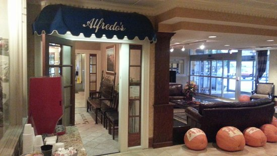 Holiday Inn Cleveland - Mayfield : Entry to Alfredo's   - Holiday Mayfield