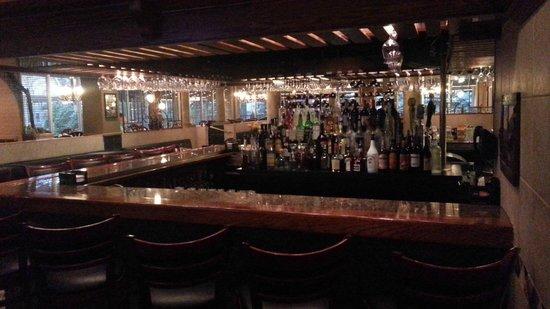 Holiday Inn Cleveland - Mayfield: Bar   - Holiday Mayfield