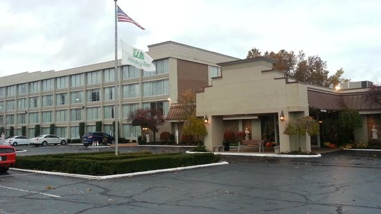 Holiday Inn Cleveland - Mayfield: Outside on a cloudy morning  - Holiday Mayfield