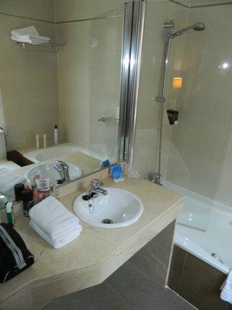 Ganivet Hotel: Baño