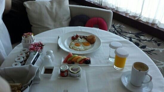 Fairmont Bab Al Bahr: Room service