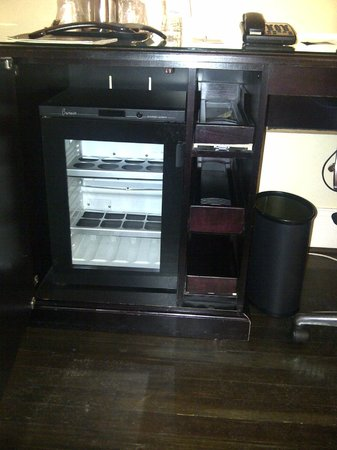 "Sheraton Columbia Downtown Hotel: Shabby Chic Minus Chic - non-functional (""for years"") minibar"