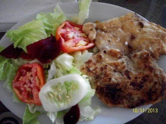 Restaurant Los Faroles : corvina with ensalada