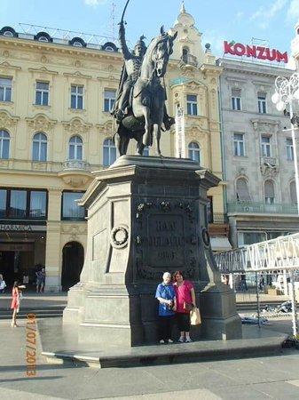 Ban Josip Jelacic Monument: Ban Jelacic Statue at the square