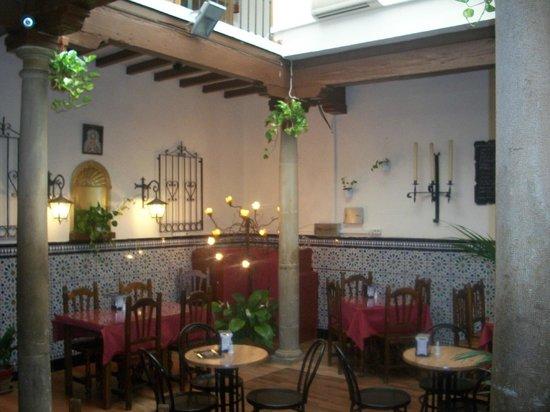 Bar Restaurante La Tulipa: El patio