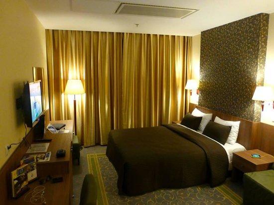 Leonardo Royal Hotel Warsaw : Great looking room.