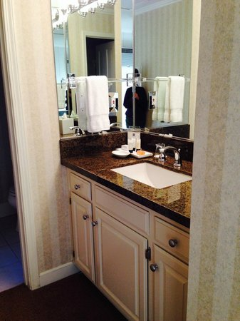 Silverado Resort and Spa: Granite counter top and wrap around mirrors