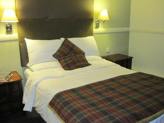 The Honest Lawyer Hotel: Our cosy & comfy wee room