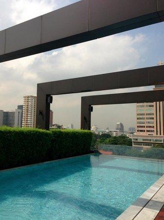 VIE Hotel Bangkok, MGallery by Sofitel : the infinity pool