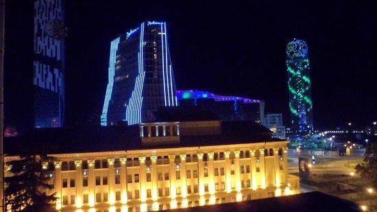 Hotel Mgzavrebi Batumi: вид с терасы номера 5.1