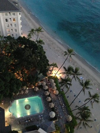 Moana Surfrider, A Westin Resort & Spa: View of Wakiki Beach from our room in The Tower wing