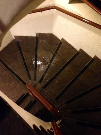 Sonesta Posadas del Inca Miraflores: Flood down the stairs