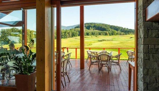 Green Inn Hotel: terrace restaurant