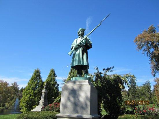 Spring Grove Cemetery & Arboretum: Civil War Statue