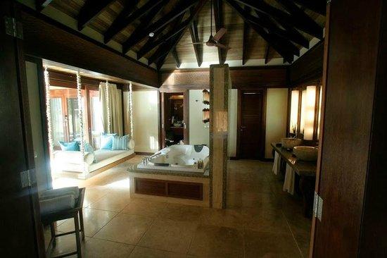 Constance Ephelia : La salle de bain principale... 35m² environ... pour 2