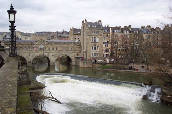 Bath Weir and Pulteney Bridge.