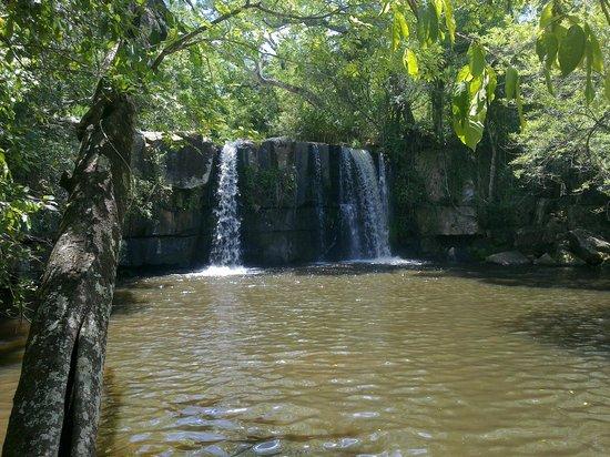 Ybycui, ปารากวัย: Waterfalls