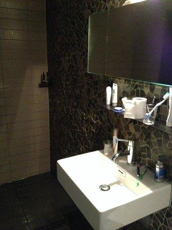 Hotel V Frederiksplein: bathroom