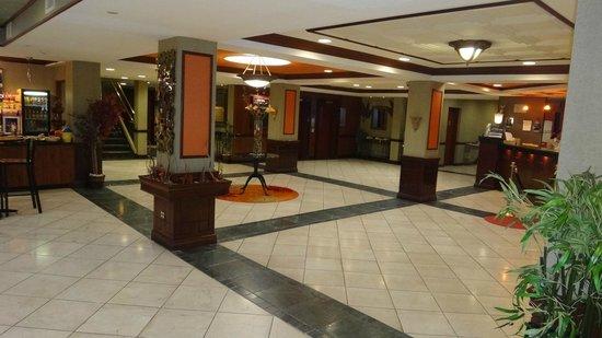 Wyndham Garden Newark Airport: Lobby/Reception