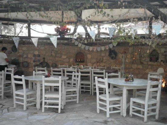 Zepos Restaurant: Außen