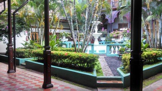 Hotel Dario: Courtyard