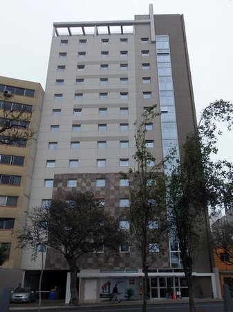 Ibis Larco Miraflores: Hotel from outside