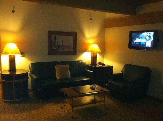 Frontier Restaurant: Spacious living area