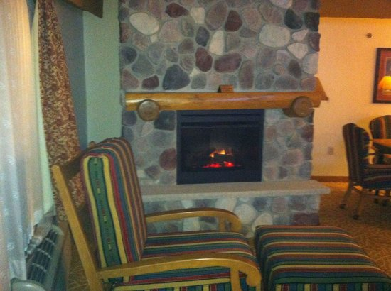 Frontier Restaurant: Electric fireplace!