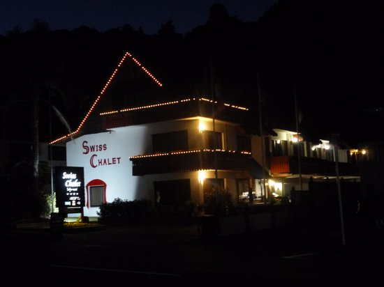 Swiss Chalet Lodge Motel: Swiss Chalet by night