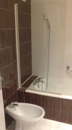 Hotel des Congres: Salle de bain