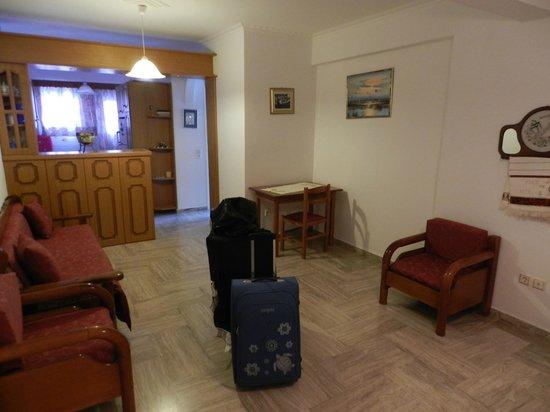 Avra Hotel: ...la sala...