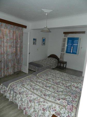 Avra Hotel: ...la camera...